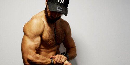 Schnelle oder langsame Wiederholungen - Die optimale Kadenz für maximalen Muskelaufbau