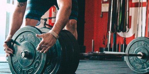 Grundübungen für Muskelaufbau - Wie wichtig sind sie? (Wissenschaftliche Analyse)