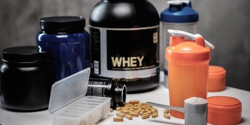 Die 3 besten (und schlechtesten) Supplemente für den Muskelaufbau