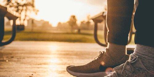 Optimaler Muskelaufbau: Morgens oder Abends trainieren?