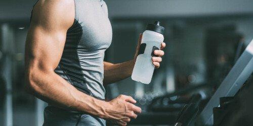 Wie viel Wasser trinken am Tag? (Studien-Analyse)